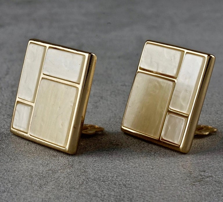 Vintage YVES SAINT LAURENT Ysl Mother of Pearl Mondrian Earrings In Excellent Condition For Sale In Kingersheim, Alsace