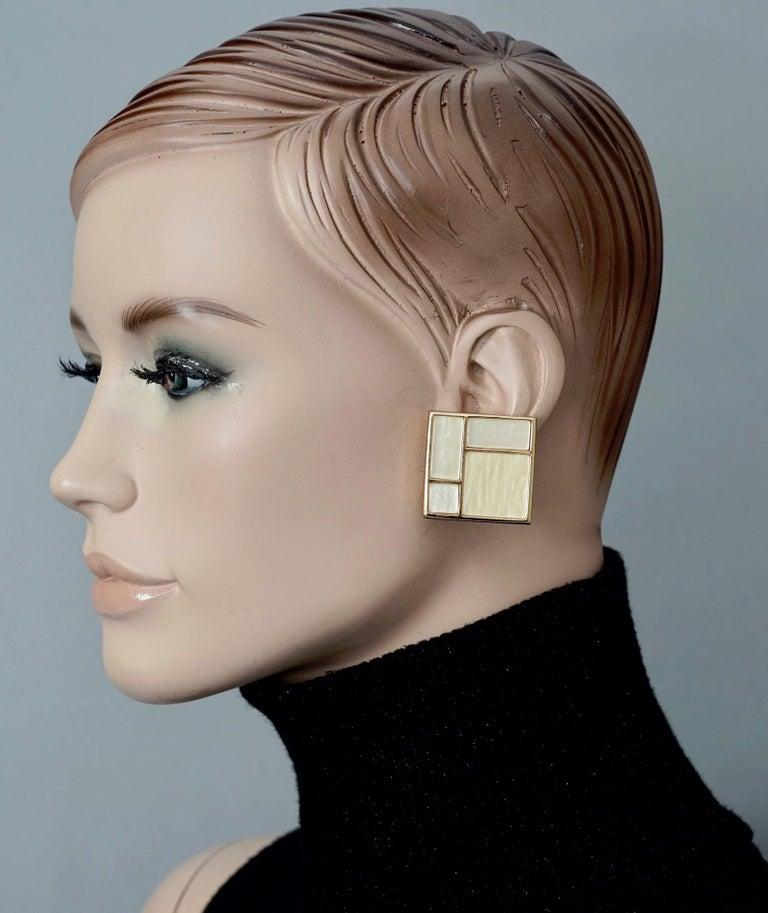 Vintage YVES SAINT LAURENT Ysl Mother of Pearl Mondrian Earrings For Sale 3