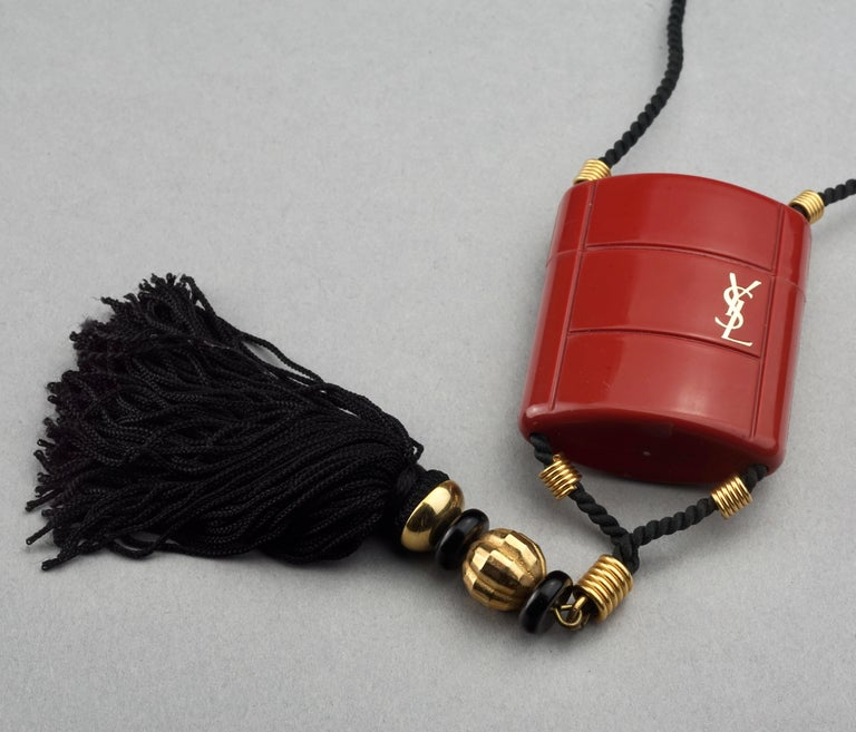 Vintage YVES SAINT LAURENT Ysl Opium Perfume Tassel Necklace In Excellent Condition For Sale In Kingersheim, Alsace