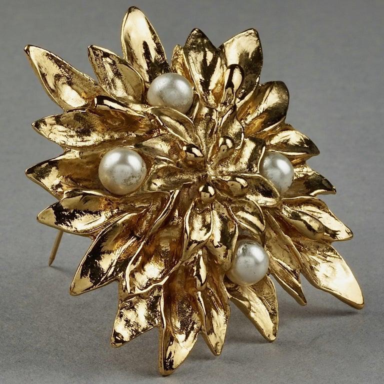 Vintage YVES SAINT LAURENT Ysl Pearl Flower Brooch In Good Condition For Sale In Kingersheim, Alsace