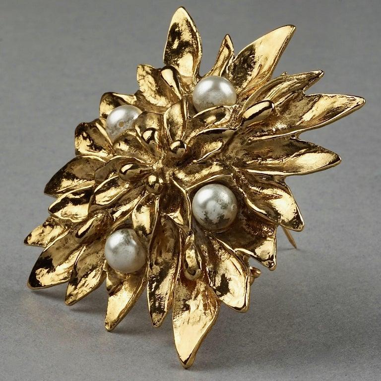 Women's or Men's Vintage YVES SAINT LAURENT Ysl Pearl Flower Brooch For Sale