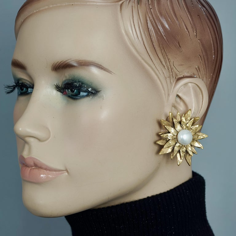 Vintage YVES SAINT LAURENT Ysl Pearl Flower Earrings  Measurements: Height: 1.77 inches (4.5 cm) Width: 1.77 inches (4.5 cm) Weight per Earring: 18 grams  Features: - 100% Authentic YVES SAINT LAURENT. - Flower earrings with glass pearl