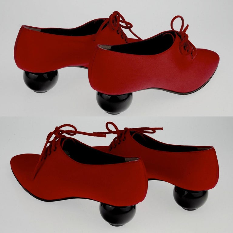 Vintage YVES SAINT LAURENT Ysl Red Ball Heel Pumps Lace Up Shoes In Good Condition For Sale In Kingersheim, Alsace