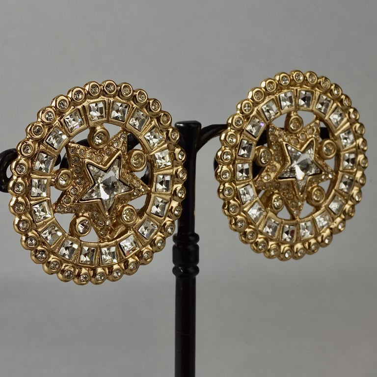 Vintage YVES SAINT LAURENT Ysl Star Rhinestone Medallion Disc Earrings In Excellent Condition For Sale In Kingersheim, Alsace