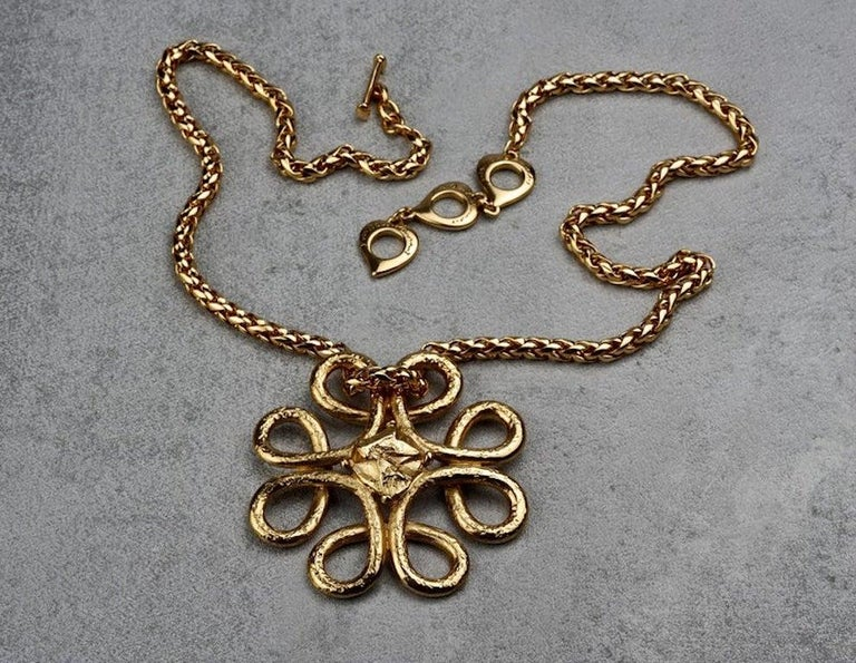 Vintage YVES SAINT LAURENT Ysl Swirl Nugget Necklace In Excellent Condition For Sale In Kingersheim, Alsace