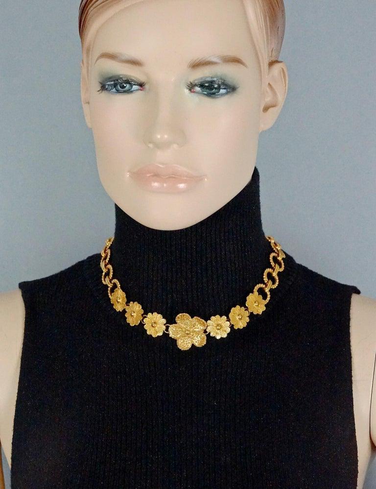 Vintage YVES SAINT LAURENT Ysl Textured Flower Chain Link Necklace For Sale 1