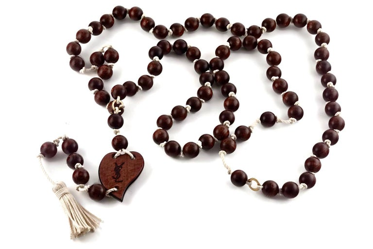 Vintage YVES SAINT LAURENT Ysl Wood Heart Rosary Tassel Belt Necklace In Excellent Condition For Sale In Kingersheim, Alsace