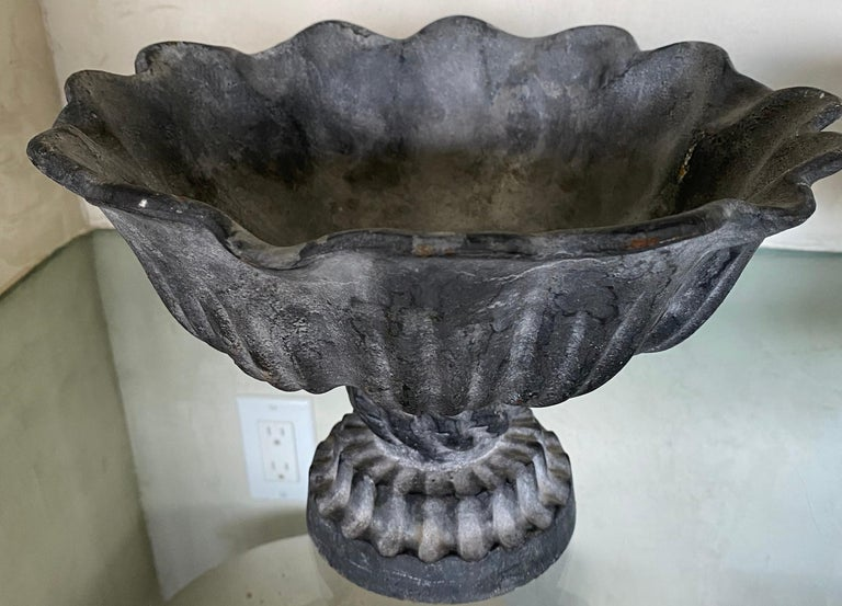 This footed bowl will create a welcome accent on a dining table, a mantelpiece, console or center table. Suitable for a Classic or country decor.