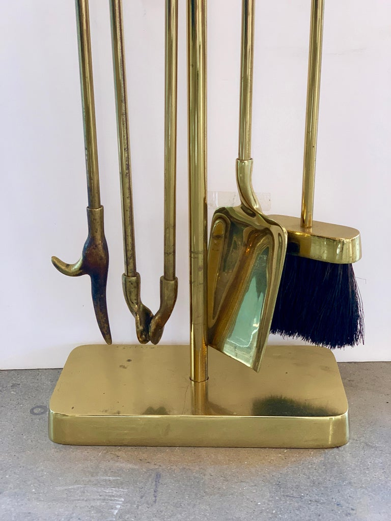 Virginia Metalcrafters Brass Fireplace Tool Set In Good Condition For Sale In Palm Springs, CA
