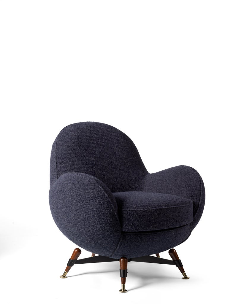 Mercury, the armchair and sofa model designed by sculptor Rito Valla in 1961 for IPE, is returning with a limited edition by Visionnaire. Mercury was presented in the two sofa and armchair versions in 1961 at the first edition of the Salone del