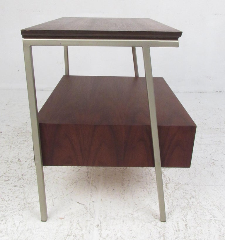 Vista of California Midcentury Walnut Nightstands In Good Condition For Sale In Brooklyn, NY