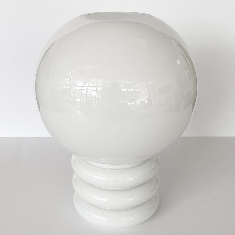 Mid-Century Modern Vistosi White Cased Glass Sculptural Table Lamp For Sale