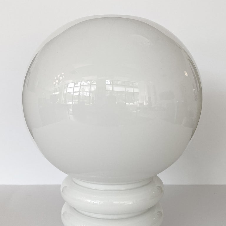 Vistosi White Cased Glass Sculptural Table Lamp For Sale 1