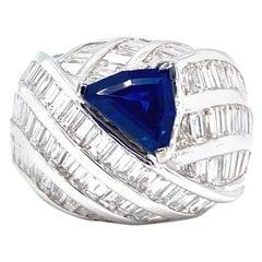 18 Karat White Gold Blue Sapphire Diamonds Cocktail Ring