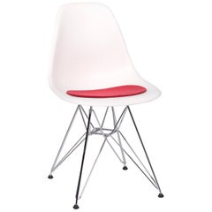 Vitra Eames Plastic Side Chair DSR White Plastic Chair White incl. Upholstery