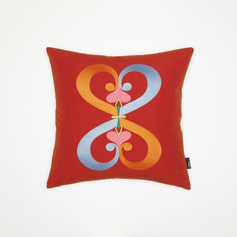 The architect and designer Alexander Girard was one of the leading figures in American design during the post-war era. His passion for colors, patterns and textures found expression in the field of textile design, which was a focal part of his