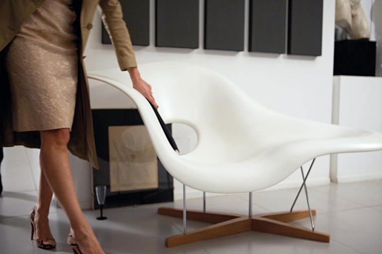 Vitra La Chaise Chair by Charles & Ray Eames In New Condition For Sale In New York, NY