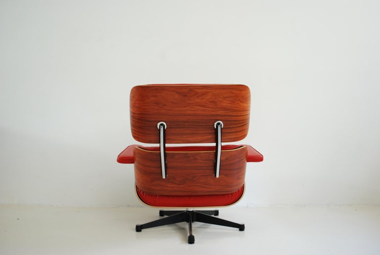 Vitra Lounge Chair Red Leather Santos Rosewood Charles/ Ray Eames, 2007 3