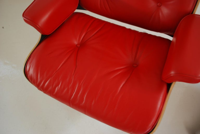 Vitra Lounge Chair Red Leather Santos Rosewood Charles/ Ray Eames, 2007 In Good Condition In Munich, Bavaria