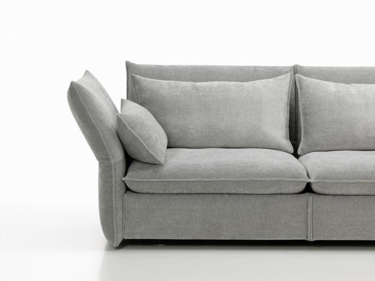 Vitra Mariposa 2 1/2-Seat Sofa in Silver Grey by Edward Barber & Jay Osgerby For Sale 2