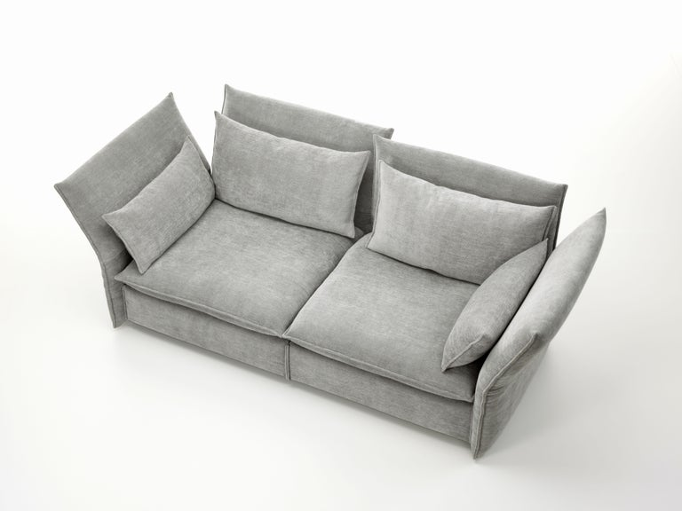 The Mariposa sofa radiates spacious materials cosines and yet has an understated feel due to its well-balanced proportions. Its pleasantly soft upholstery provides extraordinary comfort: the user sinks into its sea of cushions with not a hard