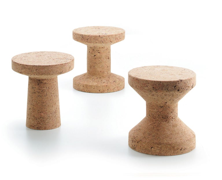 Stabile and robust, the three stools or side tables of the Cork Family by Jasper Morrison exploit the advantageous natural properties of cork: they are comparatively lightweight and extremely durable with a pleasant velvety feel.