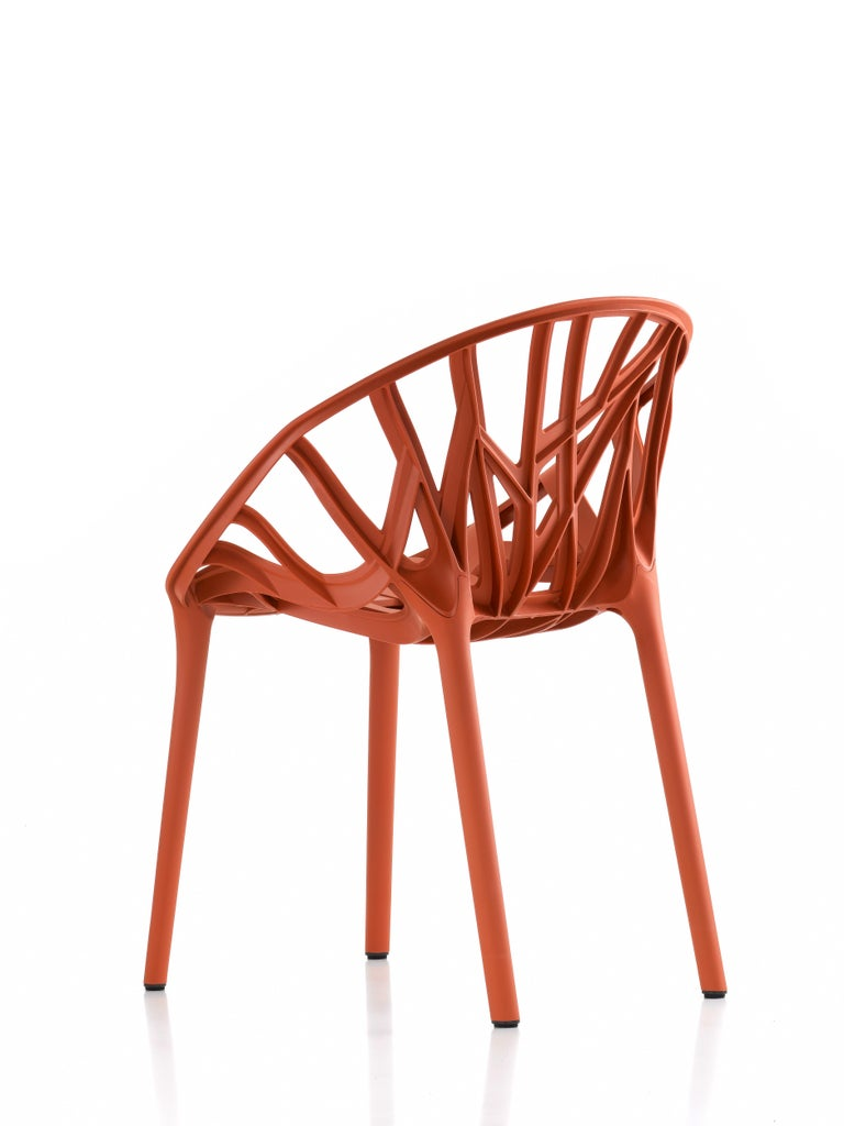 These products are only available in the United States.  Ronan and Erwan Bouroullec's interest in organic shapes already manifested itself in 2004 with the design of Algues for Vitra. Based on these experiences, the two brothers collaborated with
