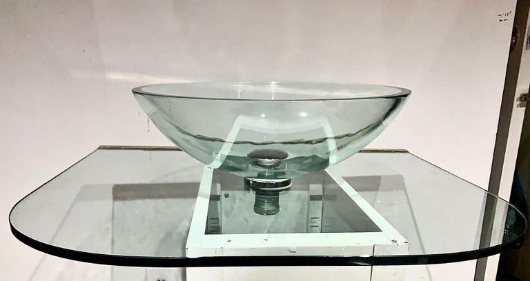 Vitraform Large Round Polished Clear Vessel Sink& Rounded Clear Glass Countertop In Fair Condition For Sale In Brooklyn, NY