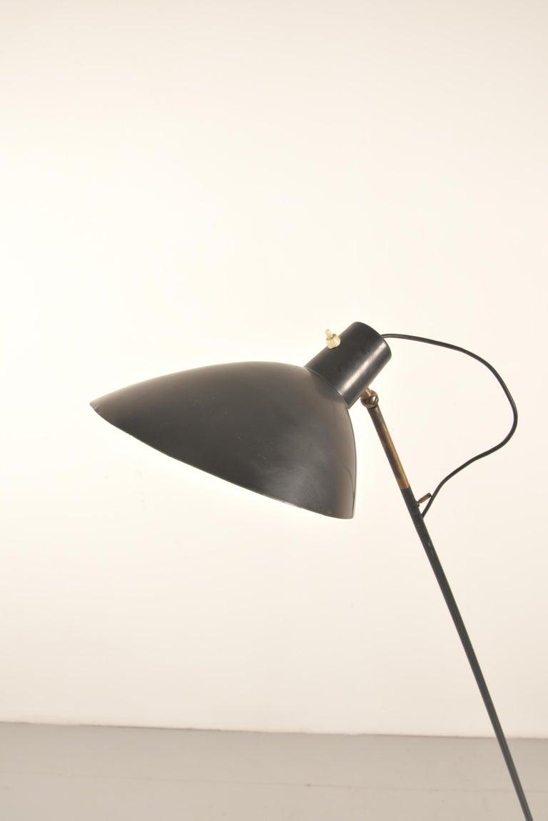 Vittoriano Vigano for Arteluce Rare Italian Floor Lamp Model 1047 In Good Condition For Sale In Rovereta, SM