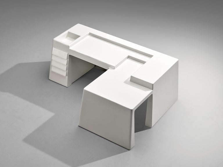 Vittorio Introini for Saporiti, restored white free-standing desk with drawers, fiberglass, Italy, 1969  This admirable free-standing corner desk was designed by the Italian designer Vittorio Introini. Due to its all-white design and the distinct