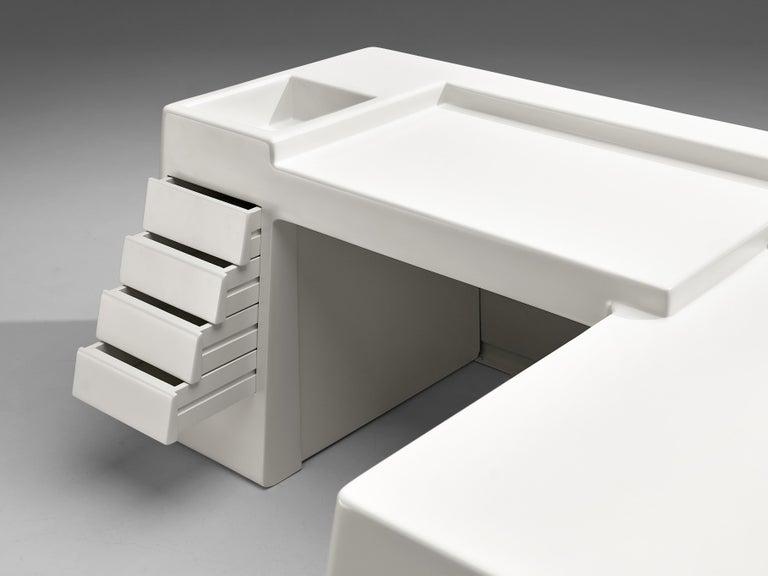 Mid-Century Modern Vittorio Introini for Saporiti Rare Sculptural Desk in Fiberglass For Sale