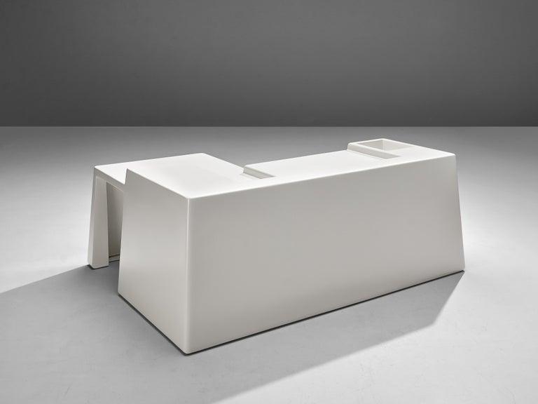 Vittorio Introini for Saporiti Rare Sculptural Desk in Fiberglass For Sale 1