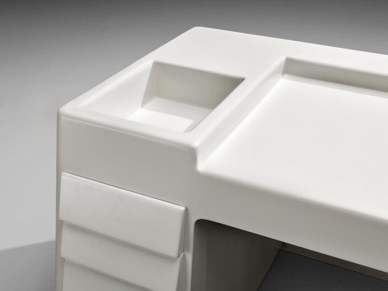 Vittorio Introini for Saporiti Rare Sculptural Desk in Fiberglass For Sale 2