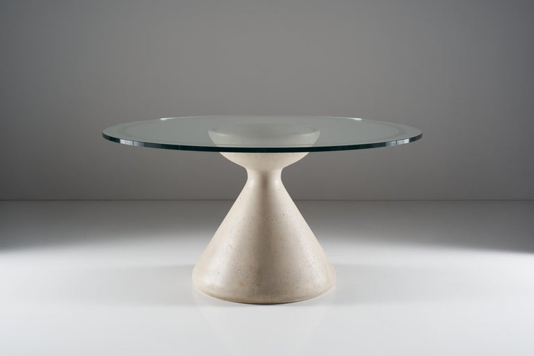 This table shaped by the simple and cohesive ideas of Vittorio Introini is an absolute example of Italian manufacturing beauty. The large crystal top highlights its expressive and static power, the lathe-worked, polished and smooth Carrara marble