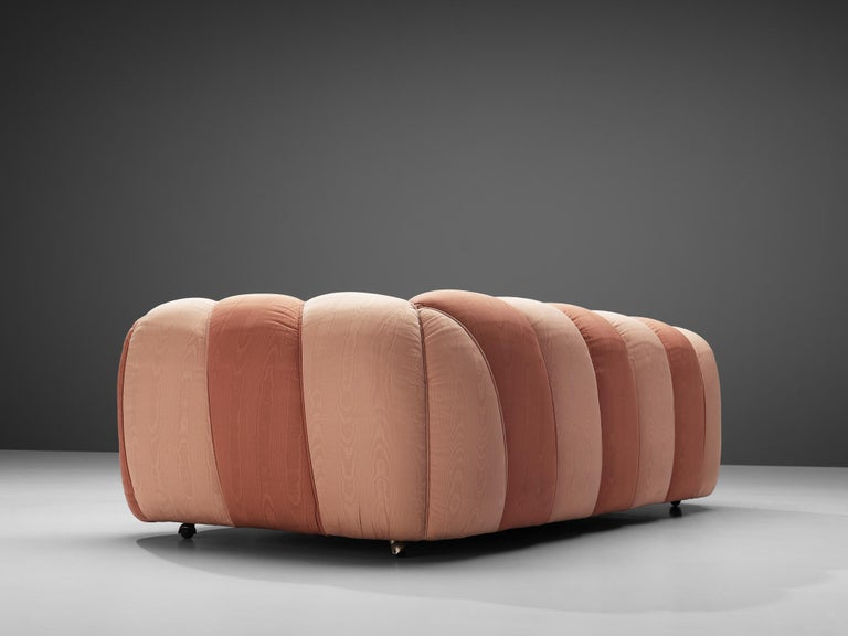 Vivai del Sud Sofa in Pink Fabric Upholstery For Sale 4