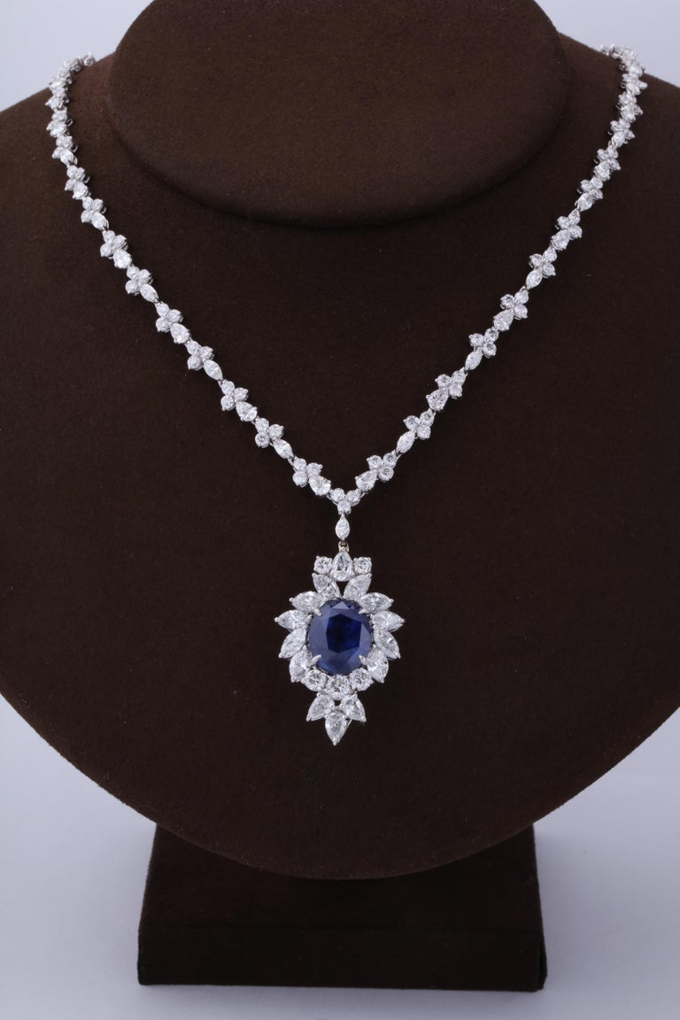 Vivid Blue Ceylon Sapphire and Diamond Pendant Necklace In New Condition For Sale In New York, NY