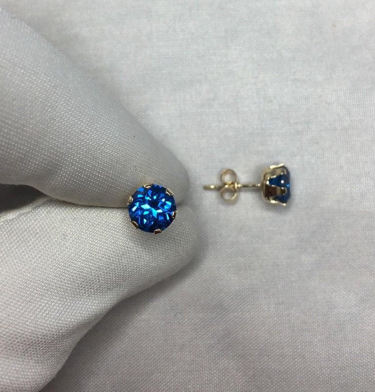 Round Cut Vivid Blue Topaz 2 Carat Yellow Gold Round Brilliant Diamond Cut Earring Studs For Sale