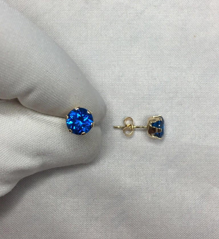 Women's or Men's Vivid Blue Topaz 2 Carat Yellow Gold Round Brilliant Diamond Cut Earring Studs For Sale
