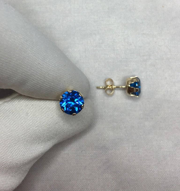 Vivid Blue Topaz 2 Carat Yellow Gold Round Brilliant Diamond Cut Earring Studs For Sale 2