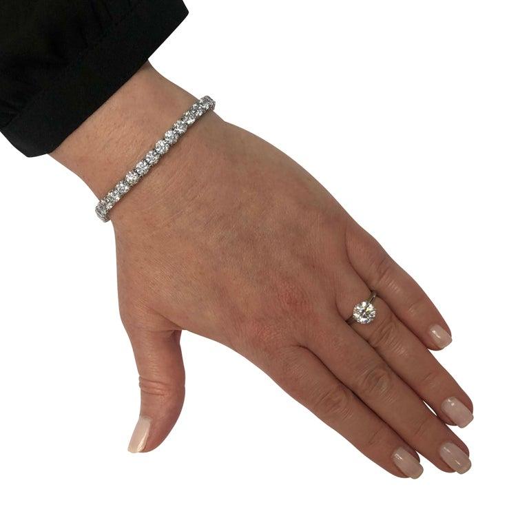 Round Cut Vivid Diamonds 14.62 Carat Diamond Tennis Bracelet For Sale