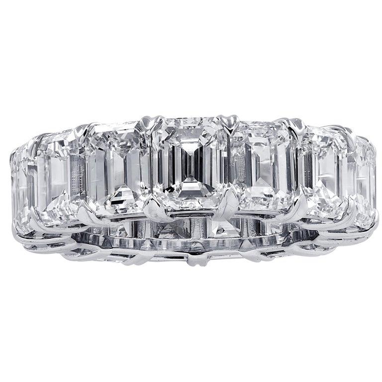 Modern Vivid Diamonds 15.23 Carat Emerald Cut Diamond Eternity Band For Sale