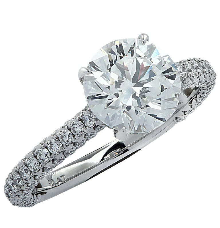 Vivid Diamonds GIA Certified 2.01 Carat Diamond Engagement Ring In New Condition For Sale In Miami, FL