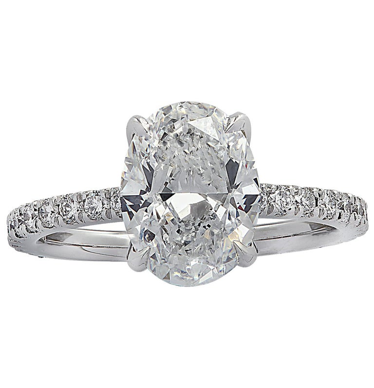 Modern Vivid Diamonds GIA Certified 2.01 Carat Oval Cut Diamond Engagement Ring For Sale