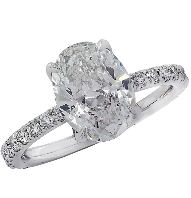 Vivid Diamonds GIA Certified 2.01 Carat Oval Cut Diamond Engagement Ring For Sale 1