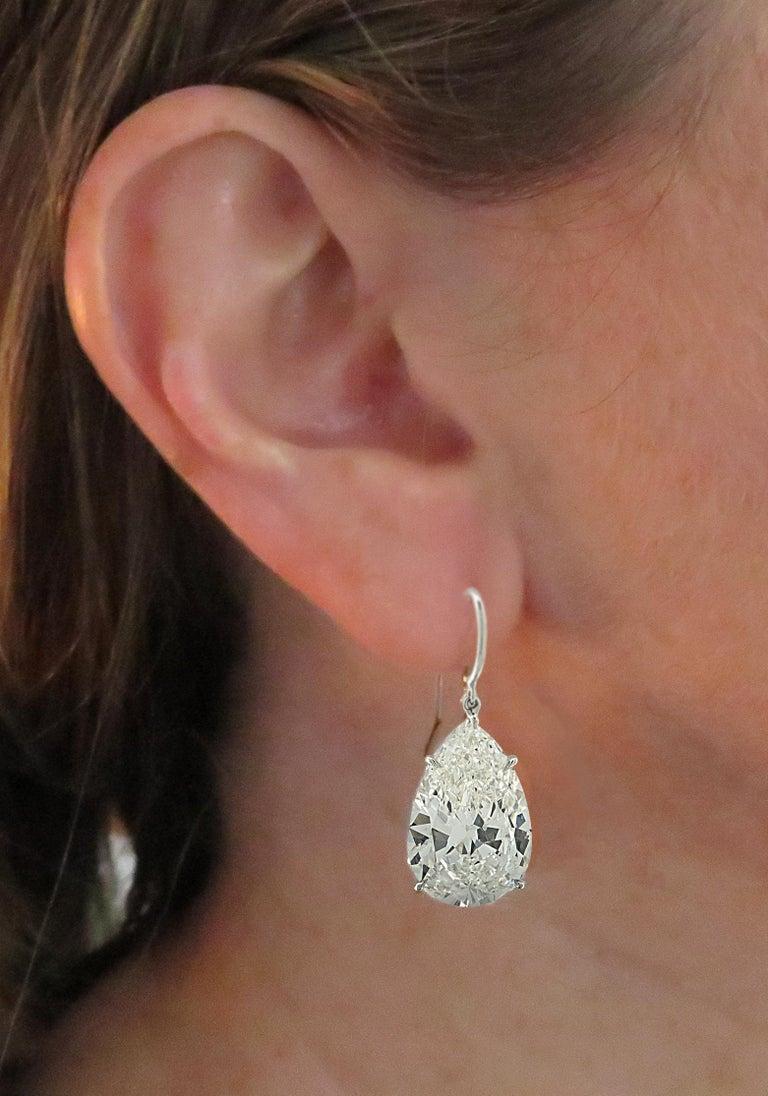 Women's Vivid Diamonds GIA Certified 20.48 Carat Diamond Dangle Earrings For Sale