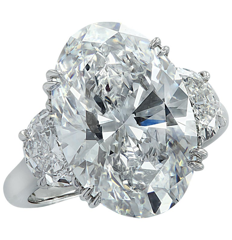 Vivid Diamonds GIA Certified 9.03 Carat Oval Diamond Engagement Ring In New Condition For Sale In Miami, FL