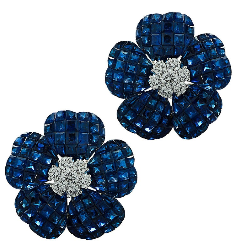 Vivid Diamonds Sapphire and Diamond Flower Earrings In New Condition For Sale In Miami, FL