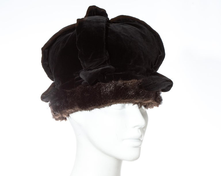 Vivienne Westwood black velvet and faux fur crown, fw 1987 In Good Condition For Sale In London, GB