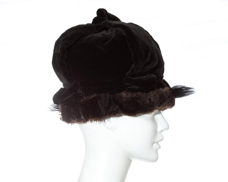 Women's Vivienne Westwood black velvet and faux fur crown, fw 1987 For Sale