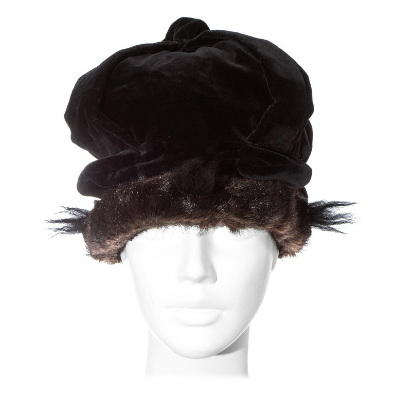 Vivienne Westwood black velvet and faux fur crown, fw 1987 For Sale